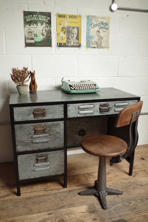 Industrial Desk – Vincent and Barn