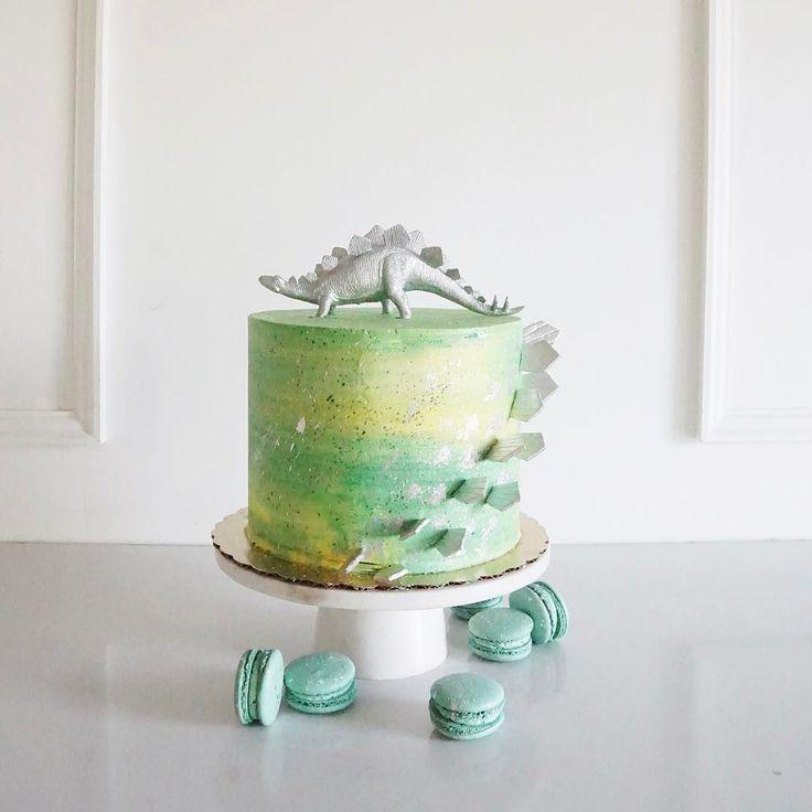 Adorable dino cake by jennaraecakes