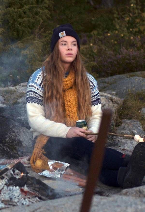 Eva har det svært med sine gamle veninder. Foto: NRK