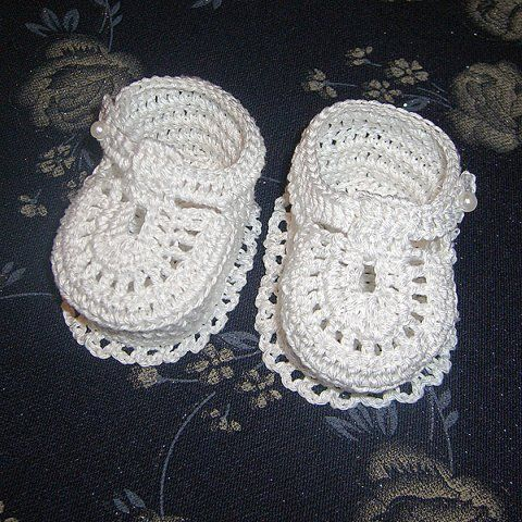 Gifts for newborn: snow booties crochet tutorial ~ SO pretty!