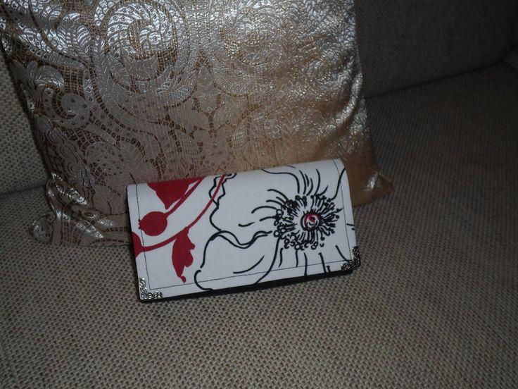 Ručne vyrobená peňaženka z bavlny  a iných komponentov, ľahká údržba pri znečistení