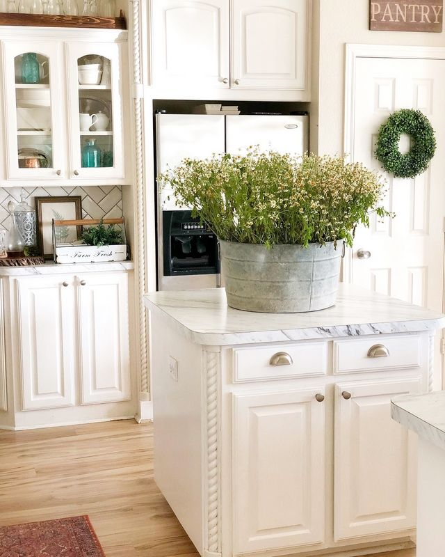 Kitchen Cabinets Are Painted In Glidden Grab And Go For High Traffic Areas In Semi Gloss White Kitchen Remodel Design Country Kitchen Decor Kitschy Kitchen