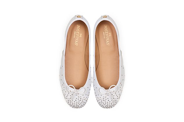 Oh, so comfortable and stylish!! Portuguese ballerina shoes experts Josefinas made the most beautifull special bridal edition to match the charming and smart bride.