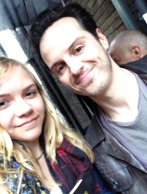 Andrew Scott and a fan :)