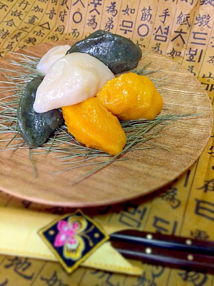 珍味's dish photo 韓国のお餅 松餅   ソンピョン | http://snapdish.co #SnapDish #お月見 #韓国料理
