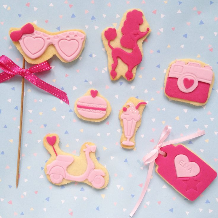 Girly cookies by Hana Rawlings Cake design