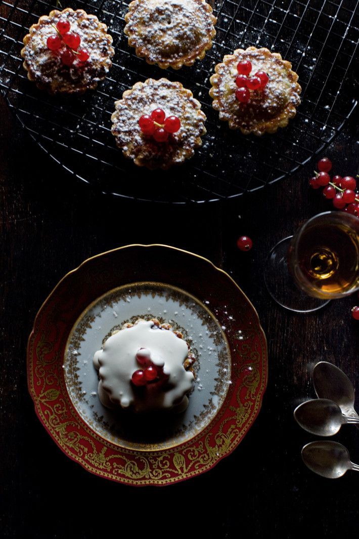Mince pies  This is a lovely recipe, so simple and delicious. I enjoy preparing mince pies in advance, so they are ready to be popped in the...