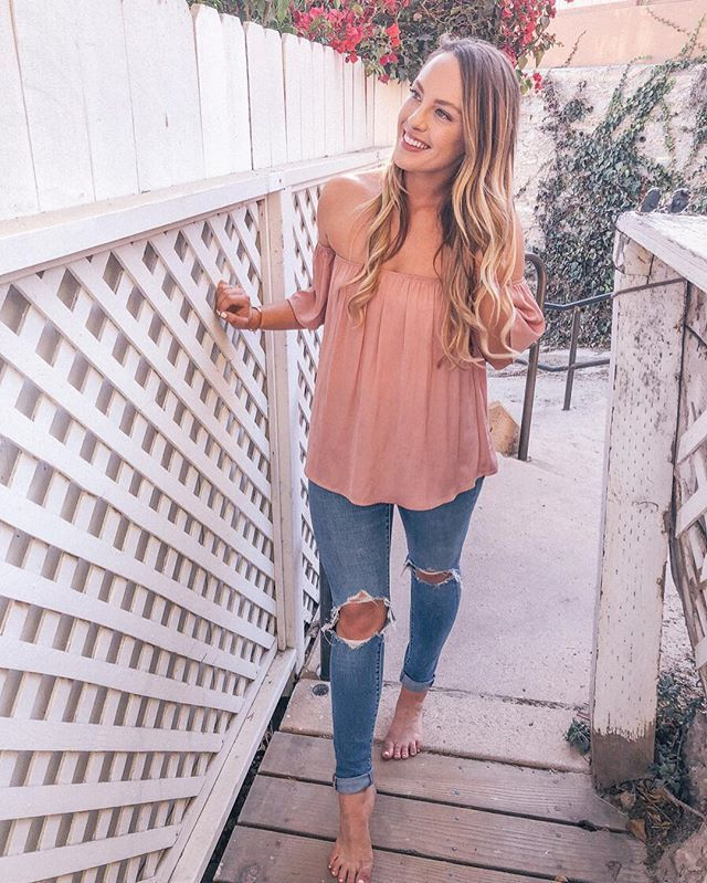 blogger spots in oc, blogger spots in la, ripped jeans, shopbop jeans, bougainvillea, smiling photo, long blonde hair, pink outfit, casual style outfit ideas.