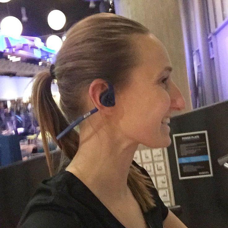 Gadget lover! Ik test de BlackBeat Fit van @plantronics.  Een wireless bleutooth koptelefoon speciaal voor het sporten. Wie wil een review lezen?? #backbeatfit #plantronics #love2workout #techgirl