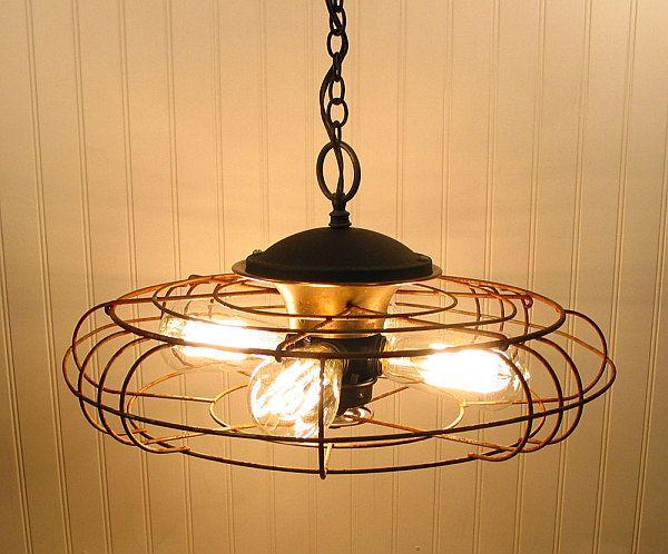 Un ventilateur redevient un lustre avec trois lampes