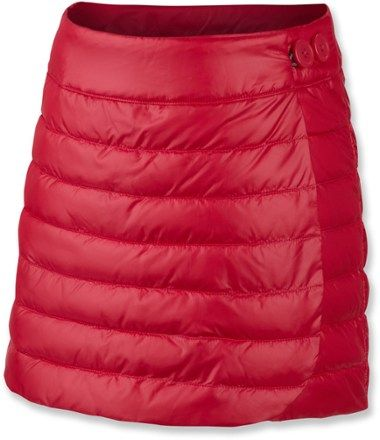 Add fun, outdoorsy fashion to your girl's wardrobe with the Columbia Alpine Glow insulated skirt. Its faux down insulation and water-repellent fabric make it a great choice on a cold winter day.