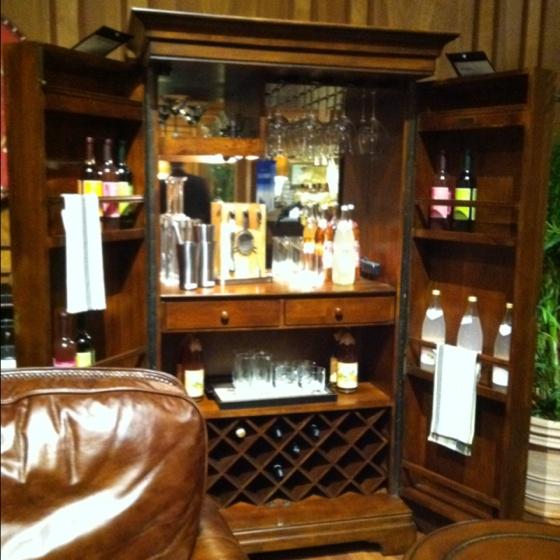 https://i.pinimg.com/736x/9d/2f/06/9d2f063758391d77b2d4b5ef6522d147--bar-armoire-bookcase-bar.jpg