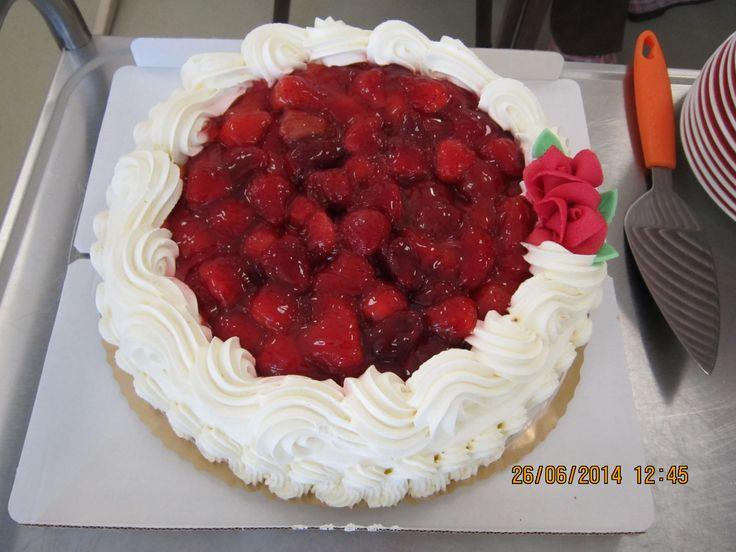 Mansikka-kakku, hääpäivän viettoa Nikulassa.