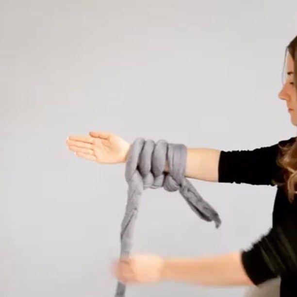 I've shown you her work before but now there is video! How to arm knit a blanket from @ohhio. This lesson is on casting on. Checkout her feed for more. #handmadecurator