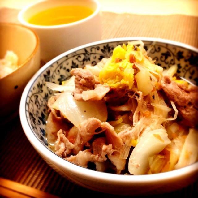久しぶりに和食を作ってみたらやっぱりなんとなくほっとしますね。お母さんお手製の梅干しを使って♡ - 5件のもぐもぐ - 白菜と豚肉の梅蒸し by jokai