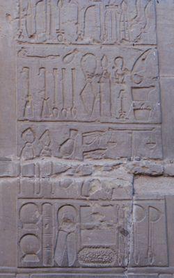Temple et Medecine - Le Temple Egyptien  Le relief des instruments chirugicaux, Kom Ombo