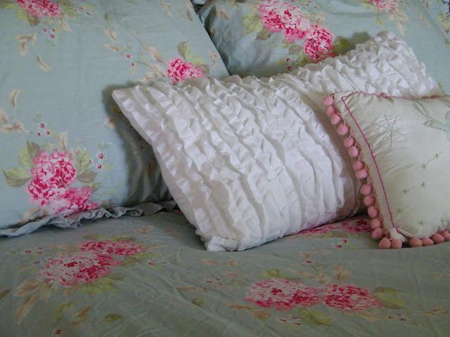 Maison decor a pretty bedding makeover shabby chic for Maison chic shabby chic