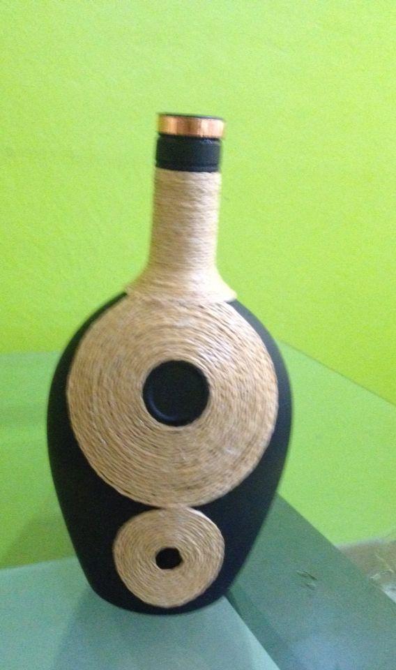 Botella decorada con mecatillo de papel