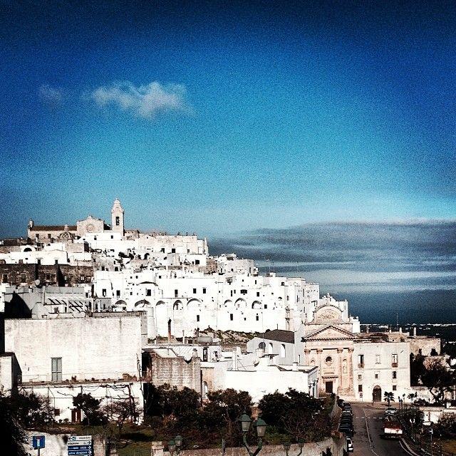 .@igersvalleditria | Quando cielo azzurro e bianco calce si incontrano nasce #ostuni la famosa #WeAreInPuglia
