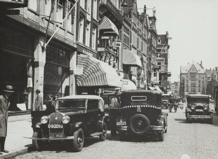 1935 - 1940. A view of Rokin in Amsterdam. Rokin is a major street in the center of Amsterdam. Originally it was part of the river Amstel. The Rokin begins at Muntplein square and ends at Dam Square. In 1936, the part between Spui Square and Dam Square was filled in. On the remaining part of the water, canal tour boats are now docked. Photo Serc. #amsterdam #1950 #Rokin
