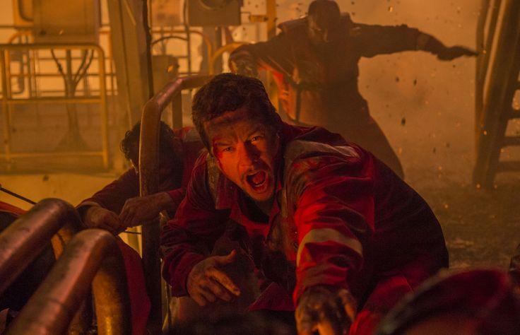 Именно так и должен выглядеть крутой фильм-катастрофа: динамично, драматично, максимально близко к реальности. Марк Уолберг в «Глубоководном Горизонте» на Синеморе: http://cinemore.net/1499-glubokovodnyy-gorizont.html #deepwaterhorizon #cinemore #markwahlberg