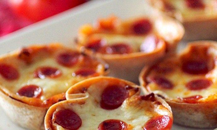 Sýrové mini pizzy z muffinového plechu