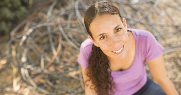 """הללי סמדר, בת 39, מסתובבת ברחבי העולם, כותבת הבלוג """"להשתחרר מהתשע עד חמש"""". איפה: בית קפה בתל אביב. מתי: שלישי, 14:00"""