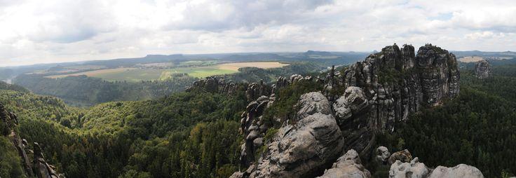 Blick über das Elbsandsteingebirge in der Sächsischen Schweiz.