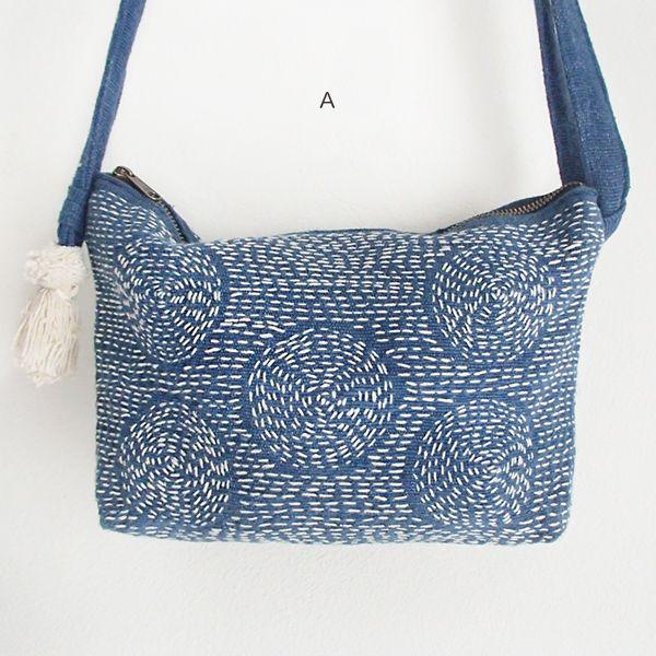 △▼△ 刺し子刺繍の藍染めポシェット ▼△▼ 藍染めのコットン生地に施された刺し子刺繍と、 生成り色のタッセルがほんわか可愛いショルダーバ…
