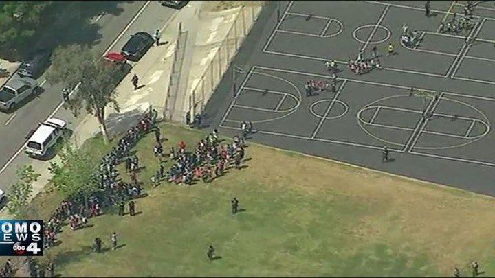 Τουλάχιστον 4 τραυματίες από τους πυροβολισμούς σε σχολείο της Καλιφόρνια