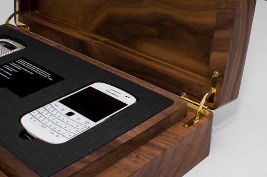 Yesss Blackberry 9900 white crystal