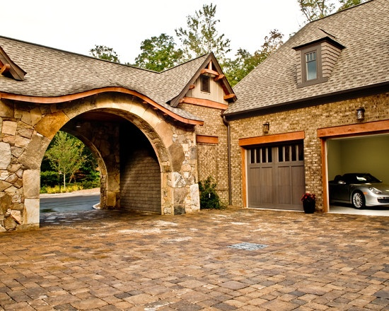 Love the drive thru arch to the garage home is where the for Porte cochere