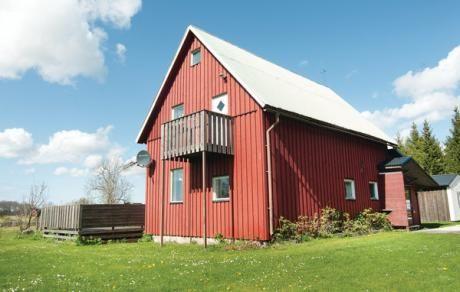 Romakloster  Het ruime vakantiehuis biedt u een grote nieuwe woonkamer. Hier woont u centraal in Gotland Halla. Daar is een Romakloosten die perfect is voor een daguitstapje om te bekijken. Het vakantiehuis heeft een gemeenschappelijk groot grondstuk van 10.000 m2. Er zijn teunmeubelen en een grill beschikbaar. Op hetzelfde grondstuk ligt het vakantiehuis 542112.  EUR 230.00  Meer informatie  #vakantie http://vakantienaar.eu - http://facebook.com/vakantienaar.eu…