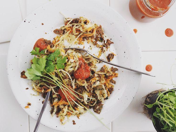 Paistettua härkistä ja muttisoosia - Hapankaali tai Porkkanainen Salaatti sopivat kumpikin hyvin härkiksen kaveriksi (Suustasuuhun)