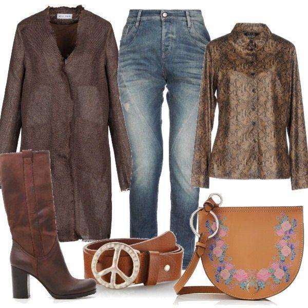 Un paio di jeans abbinati al colore marrone, camicia in