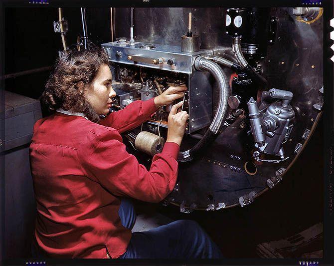 1942. База морской авиации в Корпус-Кристи, штат Техас 1942. Сборка приборной панели на бомбардировщике Б-25