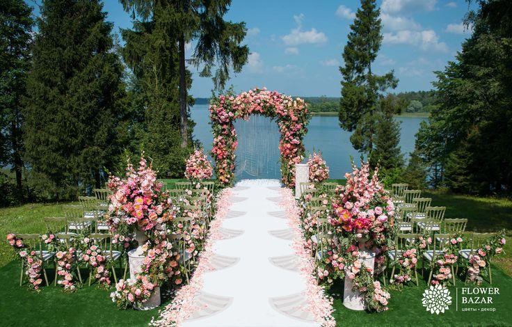 Свадебная церемония, свадебная арка, выездная церемония, свадебный декор, свадебный декор 2016, свадебные идеи, свадебные цветы, свадебные декорации, свадебные композиции, свадебный декор, классика, розовый, пышный, у воды, дорожка