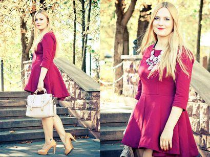 Kolekcjonerka.pl proponuje nam rozkloszowaną, bordową, krótką sukienkę, która idealne podreśla kobiece kształty. Duży naszyjnik i beżowa torebka są świetnym uzupełnieniem całej stylizacji. Piękna!