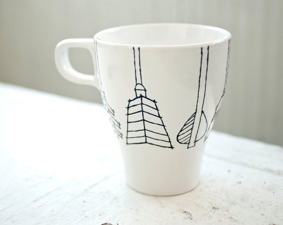 Custom arrow tail mugs would be perfect for Pi Phi roommates! Go to www.etsy.com and visit wandersketch to get your hands on these.: White Hands, Gifts Ideas, Black And White, Sharpie Mugs, Black White, Custom Arrows, Arrows Tail, Hands Drawn, Coffee Mugs