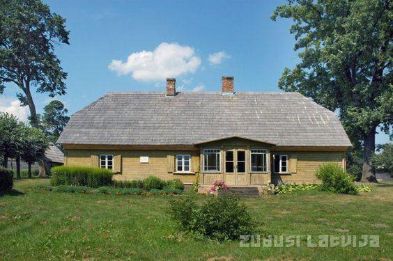 """Zudusī Latvija - Viļa Plūdoņa dzimtās mājas-memoriālais muzejs """"Lejenieki"""""""
