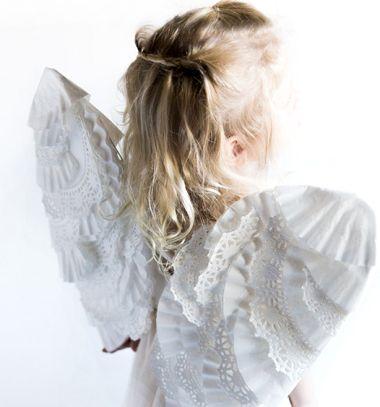 DIY angel wings from paper cake doiles // Angyal szárnyak csipkés szélű papír tortapapírból - jelmez kiegészítő // Mindy - craft tutorial collection