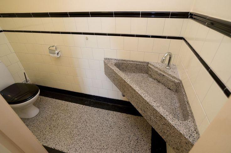 Jaren30woningen.nl | Toilet in #jaren30 stijl