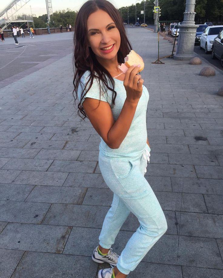 «Бикини-бомба»: 47-летняя Бледанс показывает, как надо позировать на пляже : Эвелина Бледанс / фото 1