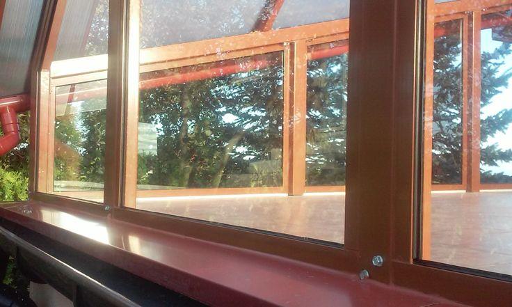 Taras przestronny. Szkło, aluminium, stal. /   A spacious terrace. Glass, aluminium, steel.
