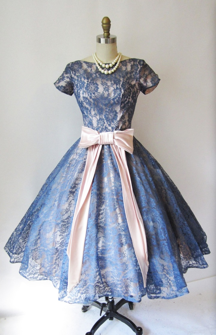 Vintage Look Lace Dresses