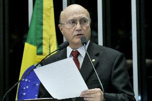 O governo federal anunciou na noite desta quinta-feira (23/2) o deputado Osmar Serraglio (PMDB-PR) como ministro da Justiça. Ele substitui Alexandre de Moraes, indicado pelo presidente Michel Temer para o Supremo Tribunal Federal.