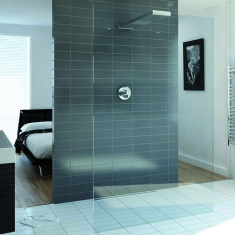 Playtime walk-through shower 1000 and integrated shower head