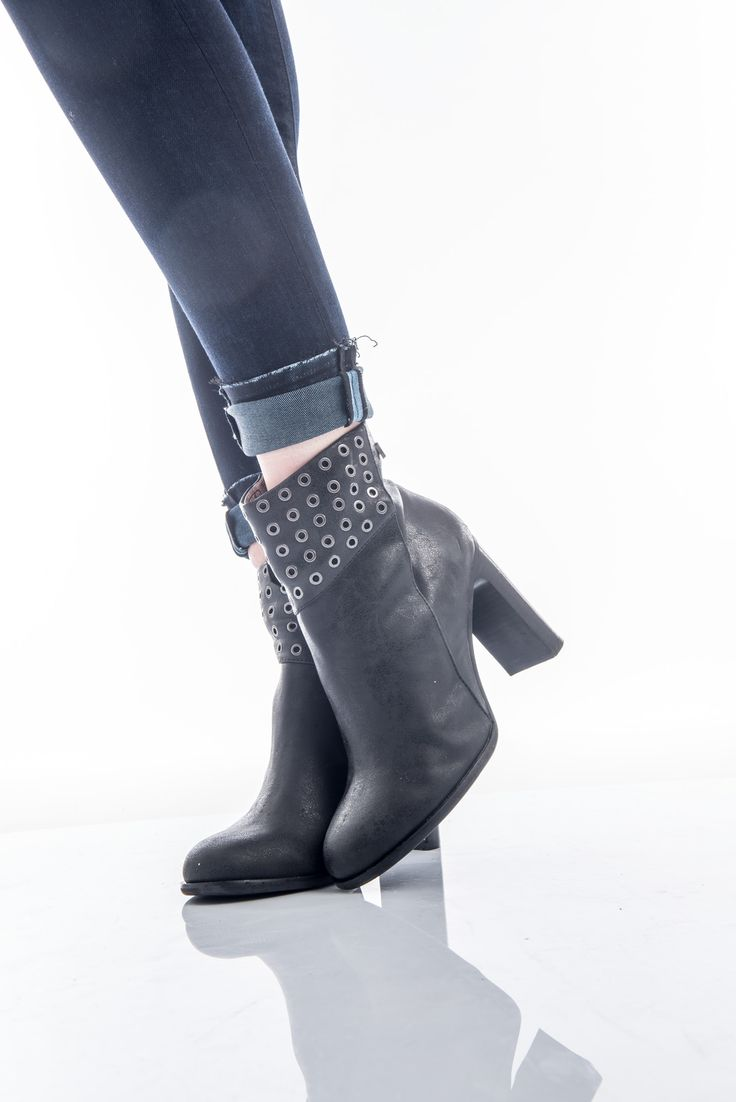 These boots were made for walking. #replay #replayjeans