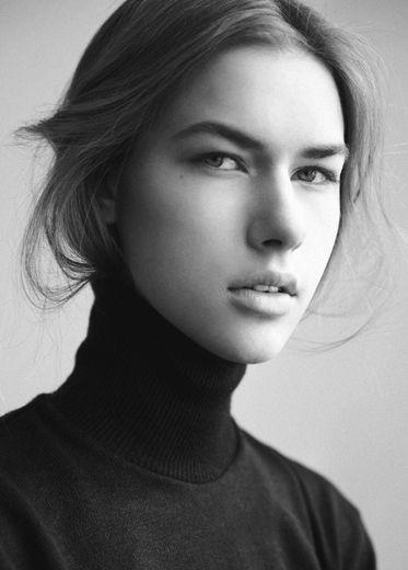 Ania Cybulska | Division