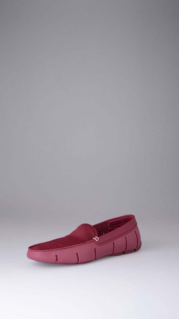 Swims rubber loafers, upper in transpiring fabric, contrast stitching, logo on the back, transpiring fabric lining, rubber sole.